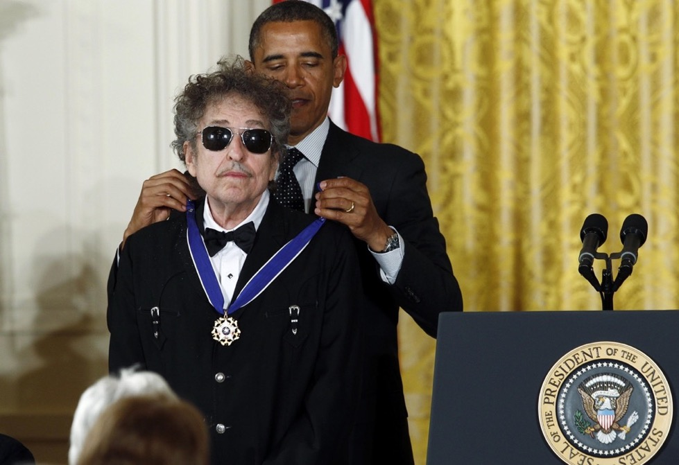 U.S. President Obama awards a 2012 Presidential Medal of Freedom to musician Dylan during ceremony in the East Room of the White House in Washington